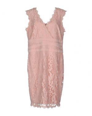 Платье до колена JOSEPH RIBKOFF. Цвет: розовый