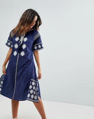 Liquorish Пляжное платье миди с вышивкой. Цвет: темно-синий