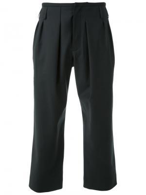 Укороченные зауженные к низу брюки Fad Three. Цвет: чёрный