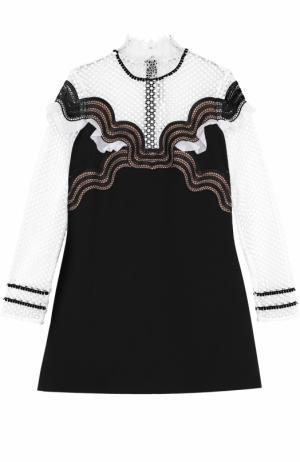 Платье с кружевными вставками и воротником-стойкой self-portrait. Цвет: черно-белый