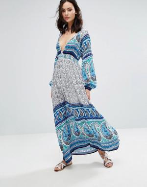 Raga Платье макси с глубоким вырезом и принтом Love Spell. Цвет: синий