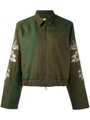 Куртка с вышивками на рукавах Maharishi. Цвет: зелёный