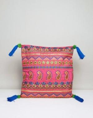 America & Beyond Чехол на подушку с вышивкой и кисточками. Цвет: розовый