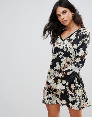 WYLDR Чайное платье с цветочным принтом и отделкой Show Me Way. Цвет: синий