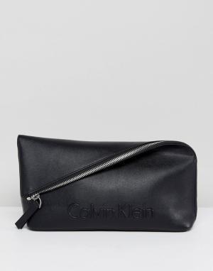 Calvin Klein Клатч с клапаном и тисненым логотипом. Цвет: черный