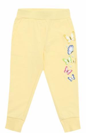 Хлопковые джоггеры с вышивками и аппликациями Monnalisa. Цвет: желтый
