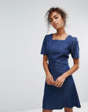 Trollied Dolly Джинсовое платье с квадратным вырезом. Цвет: синий