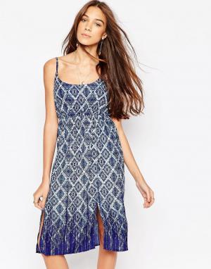 Diya Платье с геометрическим принтом. Цвет: синий
