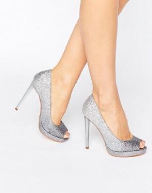 Faith Серебристые туфли на каблуке Cassie. Цвет: серебряный