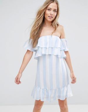 Parisian Платье в полоску с открытыми плечами. Цвет: синий
