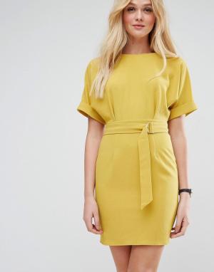 ASOS Платье-футляр мини с поясом. Цвет: желтый