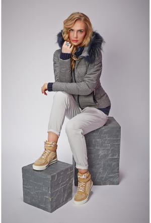 Короткая куртка для зимы на пуху AFG. Цвет: серый