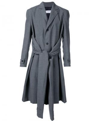 Пальто с четырьмя рукавами Icosae. Цвет: серый