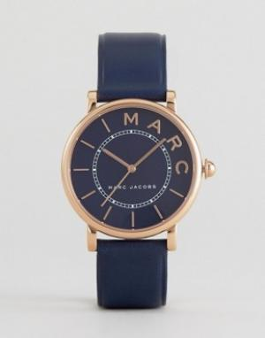 Marc Jacobs Темно-синие часы с кожаным ремешком MJ1534 Roxy. Цвет: темно-синий