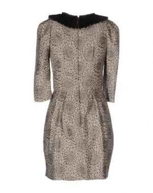Короткое платье TOMASO. Цвет: бежевый