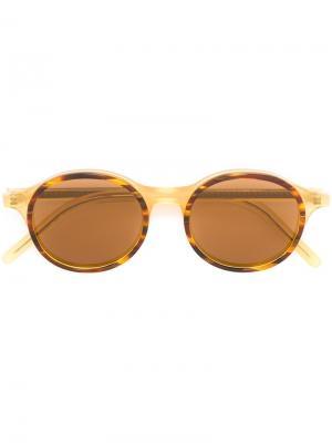 Солнцезащитные очки  с круглой оправой Tomas Maier. Цвет: коричневый