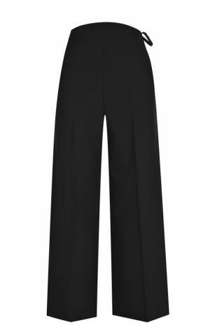 Укороченные расклешенные брюки со стрелками Valentino. Цвет: черный