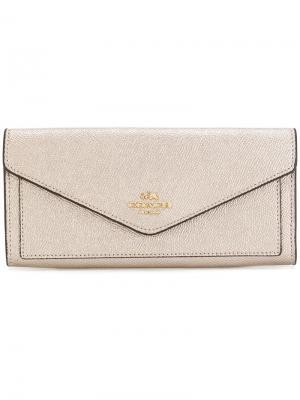 Мягкий кошелек-конверт Coach. Цвет: металлический