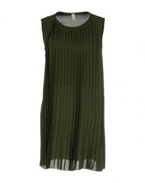 Короткое платье SOUVENIR. Цвет: зеленый-милитари