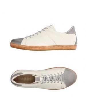Низкие кеды и кроссовки CORVARI. Цвет: серый