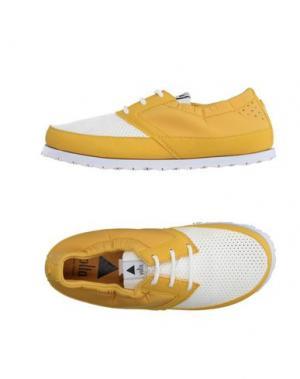 Низкие кеды и кроссовки VOLTA. Цвет: желтый