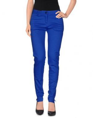 Повседневные брюки NIOI. Цвет: ярко-синий