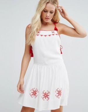 Little White Lies Приталенное платье Carys. Цвет: белый