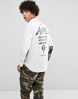 AAPE BY A BATHING APE Узкая рубашка с контрастным камуфляжным принтом. Цвет: белый