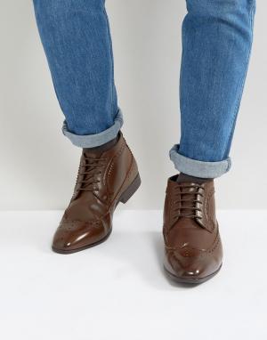 ASOS Коричневые ботинки чукка с перфорацией. Цвет: коричневый