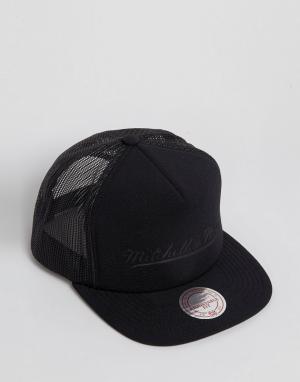 Mitchell & Ness Однотонная бейсболка Trucker. Цвет: черный