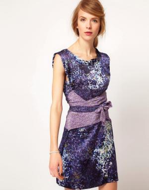 Edun Платье без рукавов с комбинированным принтом и поясом. Цвет: синий