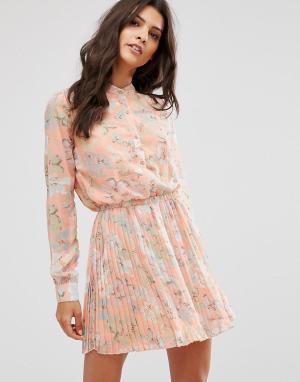Unique 21 Чайное платье с цветочным принтом и складками. Цвет: оранжевый