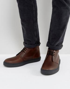 Fred Perry Темно-коричневые кожаные дезерты. Цвет: рыжий