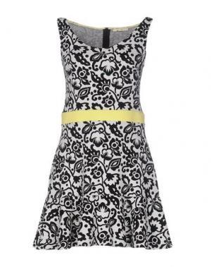 Короткое платье NIOI. Цвет: черный
