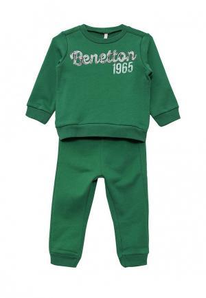 Костюм спортивный United Colors of Benetton. Цвет: зеленый