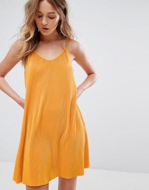 Weekday Плиссированное платье на бретельках. Цвет: оранжевый