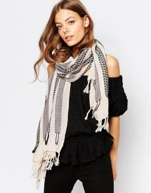 Becksondergaard Полосатый шарф с кисточками Hasnaa. Цвет: мускатный орех и бел