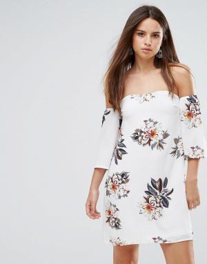 Parisian Платье с цветочным принтом и открытыми плечами. Цвет: белый