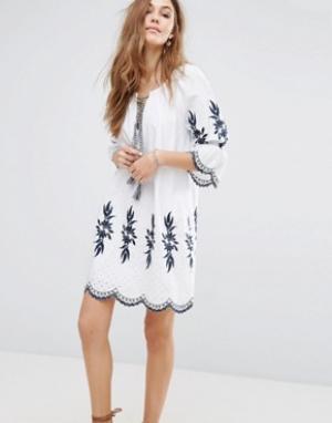 Moon River Платье с вышивкой. Цвет: белый