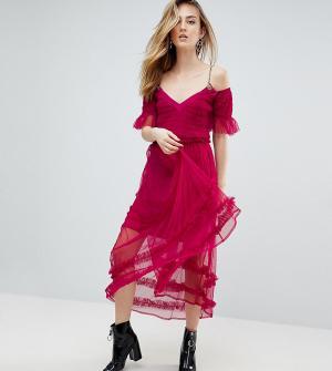 ASOS Tall Сетчатое платье миди с бретельками-цепочками. Цвет: розовый