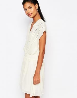 Moon River Платье с присборенной талией и вышивкой. Цвет: кремовый