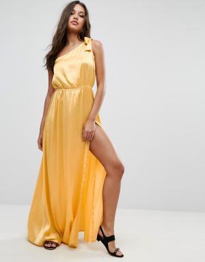 ASOS Атласное пляжное платье макси на одно плечо. Цвет: желтый
