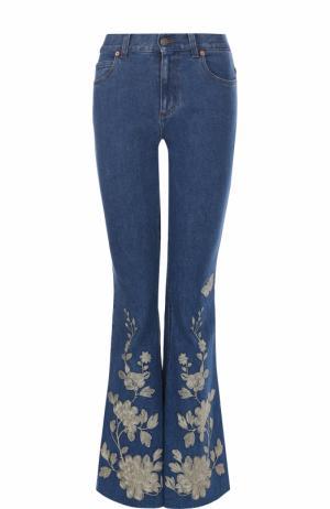 Расклешенные джинсы с потертостями и контрастной отделкой Gucci. Цвет: голубой