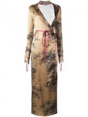 Платье с запахом и графическим принтом Attico. Цвет: телесный