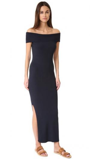 Макси-платье с открытыми плечами и рубчиком 525 America. Цвет: темно-синий