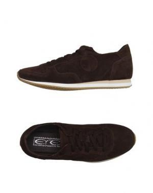 Низкие кеды и кроссовки EYE. Цвет: темно-коричневый