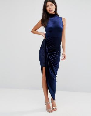 Club L Бархатное платье миди асимметричной дины с высокой горловиной. Цвет: синий