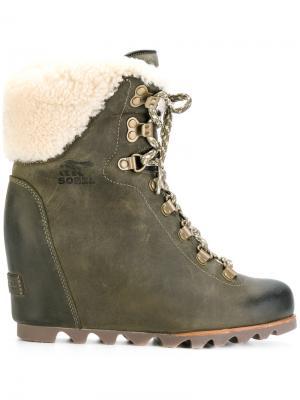 Lace up boots Sorel. Цвет: зелёный
