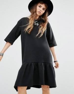 Rokoko Платье-футболка с баской по краю. Цвет: черный