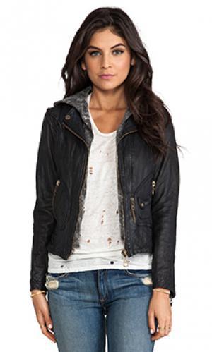 Классическая кожаная куртка на молнии с капюшоном DOMA. Цвет: черный